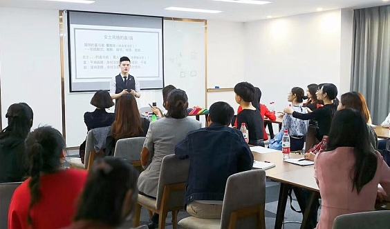 PHC国际色彩形象顾问专业班