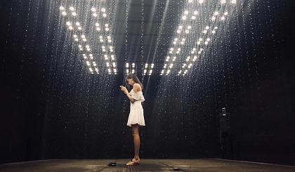 """互动吧-远超传统项目""""雨屋""""的体验感,让你拥有控制雨水倒流,悬停的超能力!"""